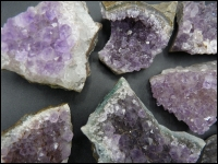 Amethyst crystals middle 25x